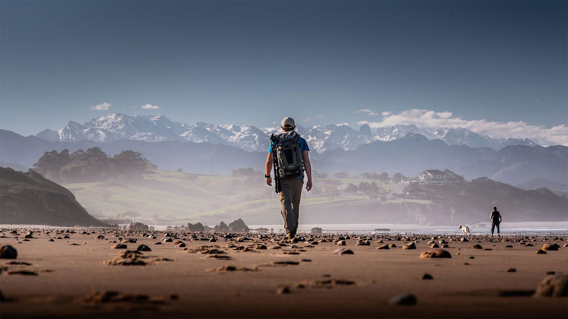 Peregrino Caminando Playa