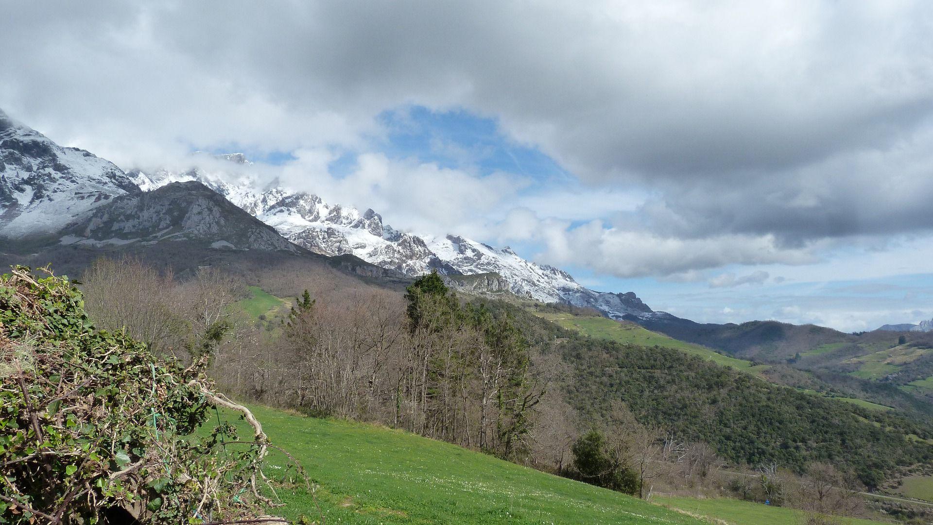 Valle de Liebana con los Picos de Europa