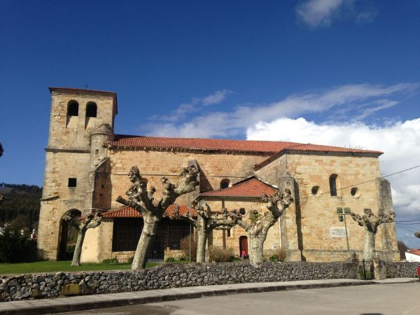 san pedro iglesia castillo camino norte cantabria