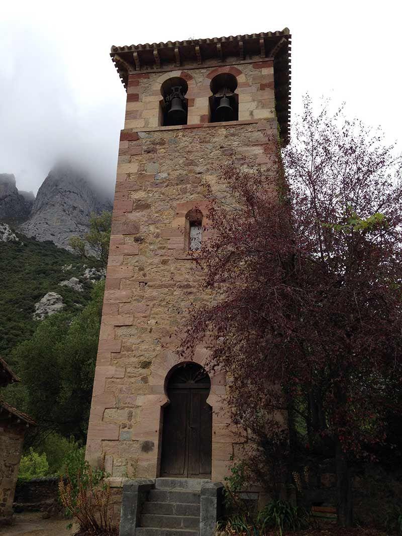 campanario iglesia lebana camino lebaniego cantabria